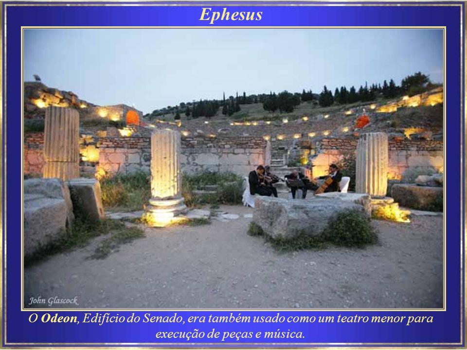 Ephesus O Odeon, Edifício do Senado, era também usado como um teatro menor para execução de peças e música.
