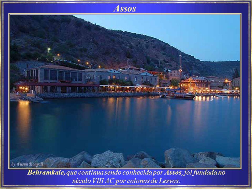 Assos Behramkale, que continua sendo conhecida por Assos, foi fundada no século VIII AC por colonos de Lesvos.