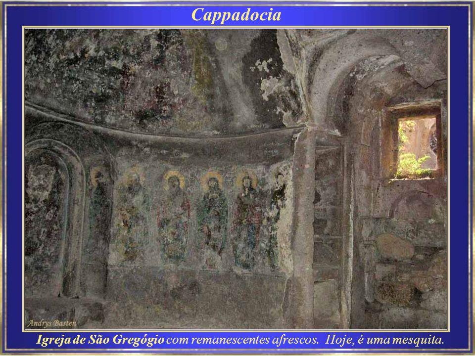 Cappadocia Igreja de São Gregógio com remanescentes afrescos. Hoje, é uma mesquita.