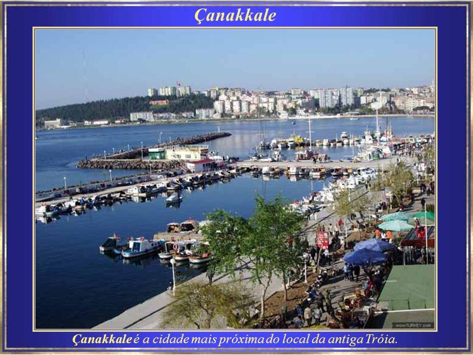 Çanakkale é a cidade mais próxima do local da antiga Tróia.