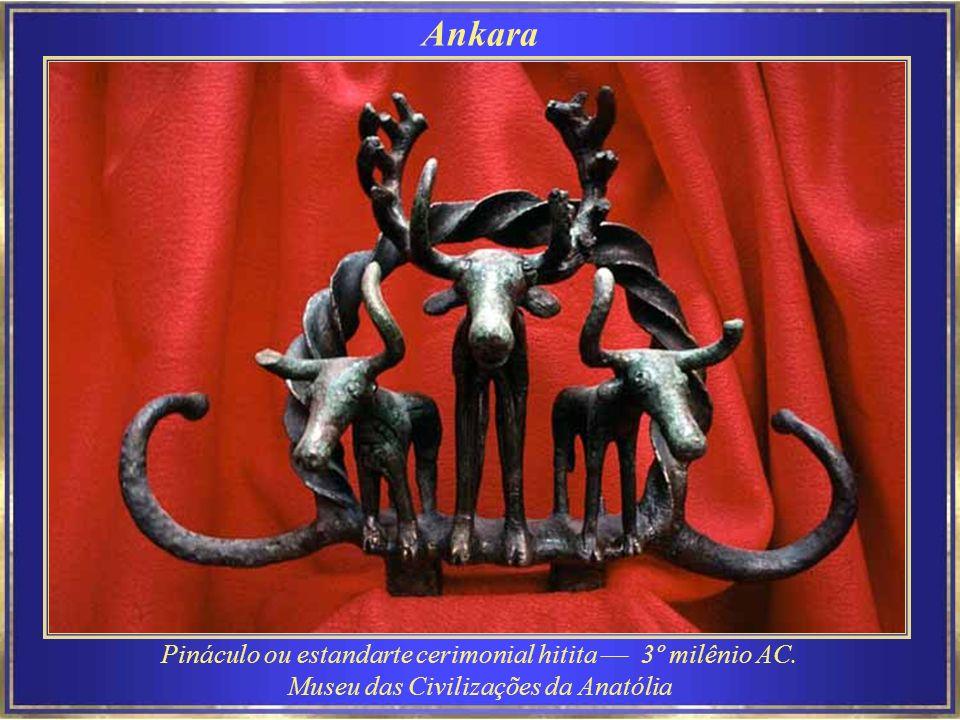 Ankara Pináculo ou estandarte cerimonial hitita –– 3º milênio AC.