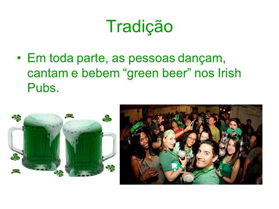 Tradição Em toda parte, as pessoas dançam, cantam e bebem green beer nos Irish Pubs.