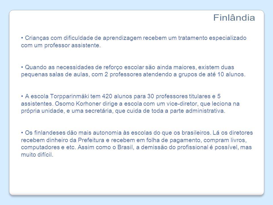 Finlândia Crianças com dificuldade de aprendizagem recebem um tratamento especializado com um professor assistente.