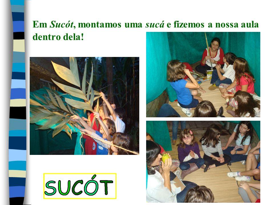 Em Sucót, montamos uma sucá e fizemos a nossa aula dentro dela!