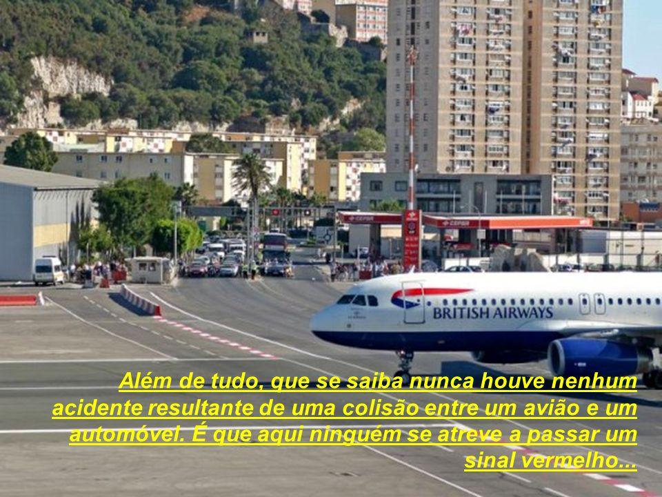 Além de tudo, que se saiba nunca houve nenhum acidente resultante de uma colisão entre um avião e um automóvel.