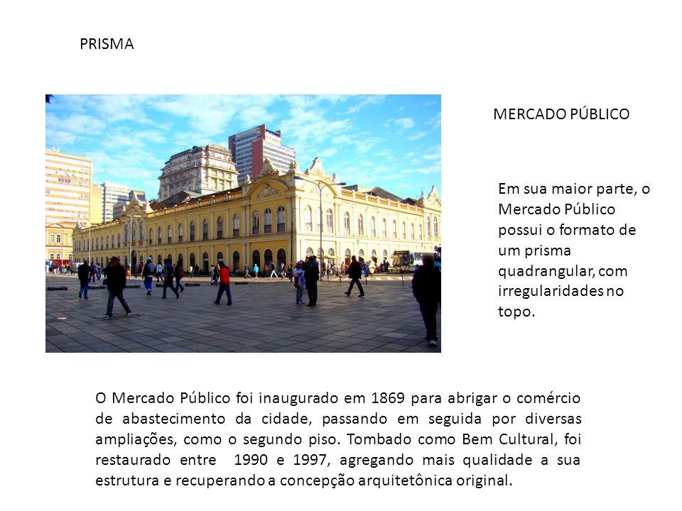 PRISMA MERCADO PÚBLICO. Em sua maior parte, o Mercado Público possui o formato de um prisma quadrangular, com irregularidades no topo.