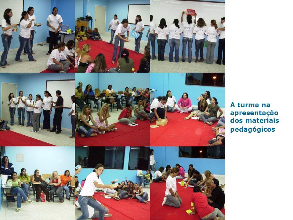 A turma na apresentação dos materiais pedagógicos