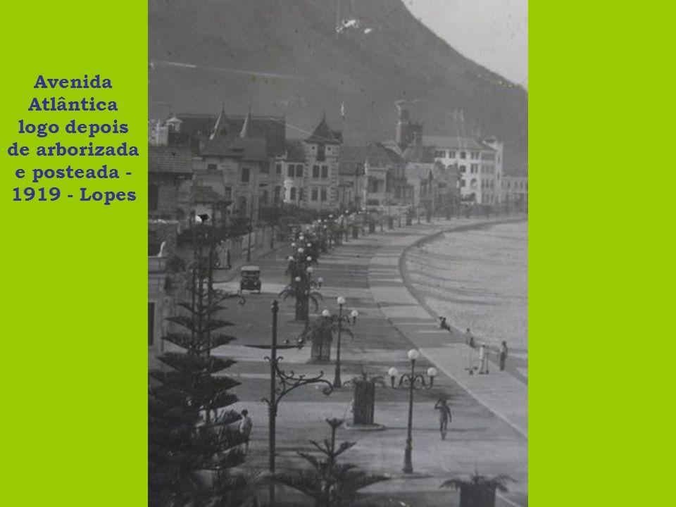 Avenida Atlântica logo depois de arborizada e posteada - 1919 - Lopes