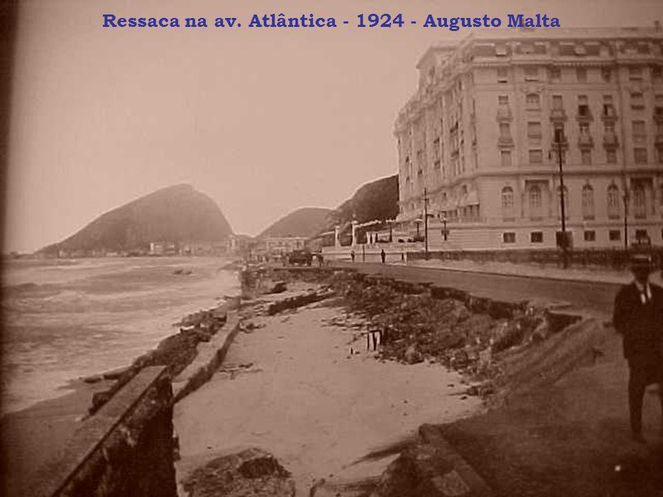 Ressaca na av. Atlântica - 1924 - Augusto Malta