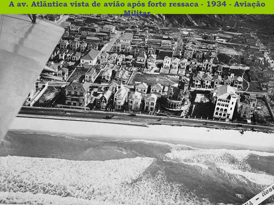 A av. Atlântica vista de avião após forte ressaca - 1934 - Aviação Militar