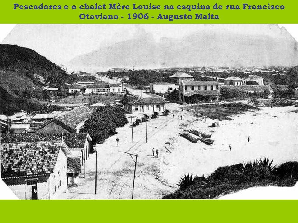Pescadores e o chalet Mère Louise na esquina de rua Francisco Otaviano - 1906 - Augusto Malta