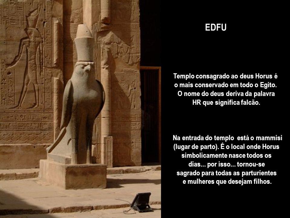 EDFU Templo consagrado ao deus Horus é