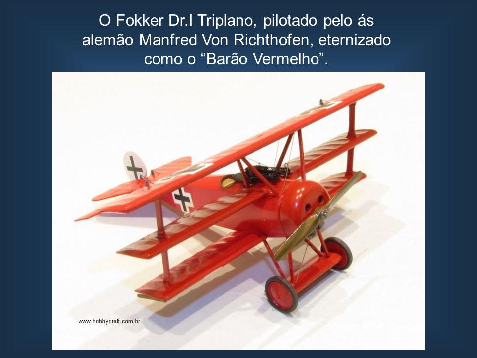O Fokker Dr.I Triplano, pilotado pelo ás alemão Manfred Von Richthofen, eternizado como o Barão Vermelho .