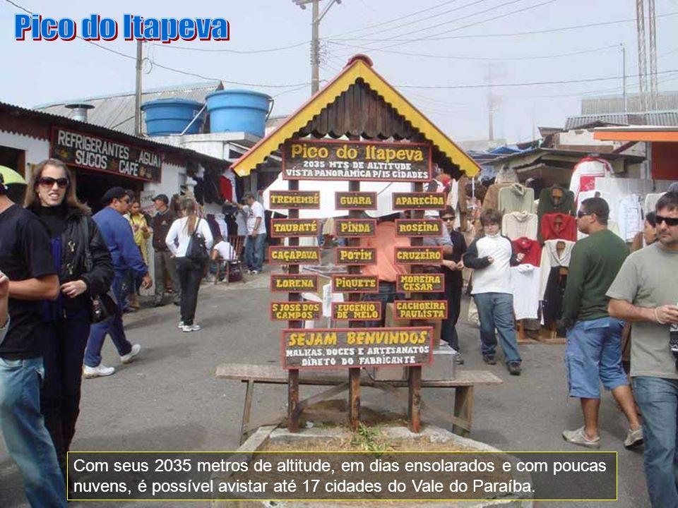 Pico do Itapeva Com seus 2035 metros de altitude, em dias ensolarados e com poucas nuvens, é possível avistar até 17 cidades do Vale do Paraíba.
