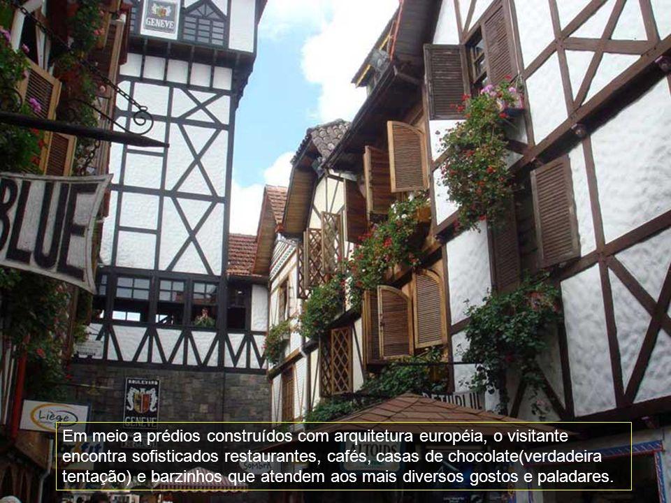 Em meio a prédios construídos com arquitetura européia, o visitante encontra sofisticados restaurantes, cafés, casas de chocolate(verdadeira tentação) e barzinhos que atendem aos mais diversos gostos e paladares.