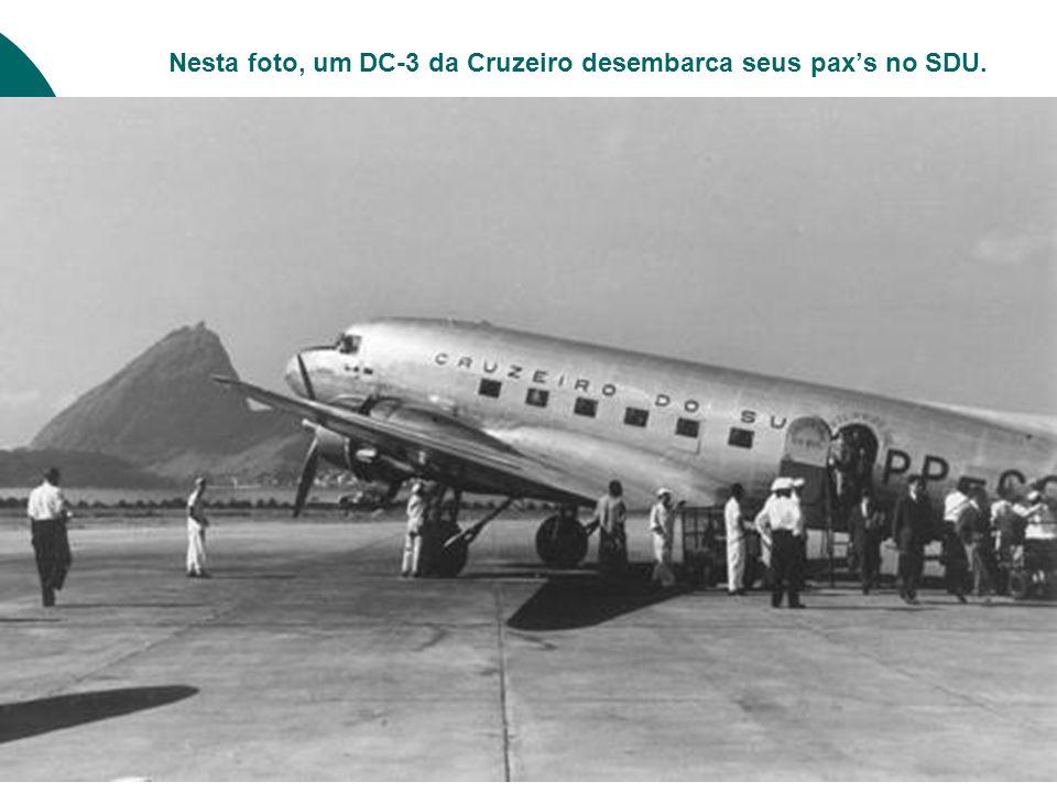 Nesta foto, um DC-3 da Cruzeiro desembarca seus pax's no SDU.