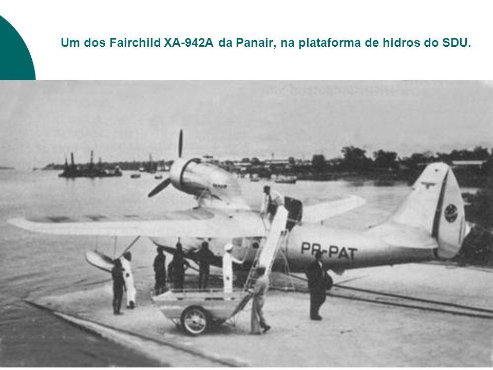 Um dos Fairchild XA-942A da Panair, na plataforma de hidros do SDU.