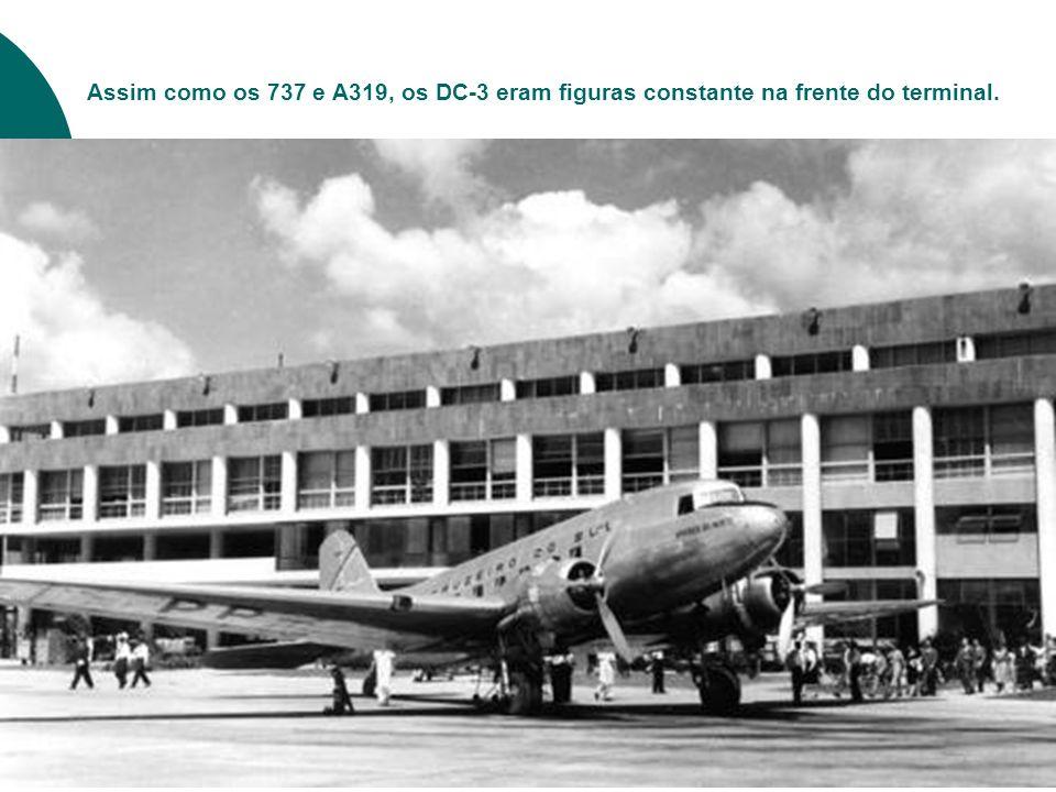 Assim como os 737 e A319, os DC-3 eram figuras constante na frente do terminal.