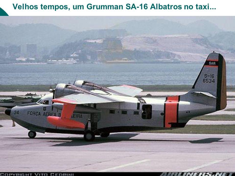 Velhos tempos, um Grumman SA-16 Albatros no taxi...