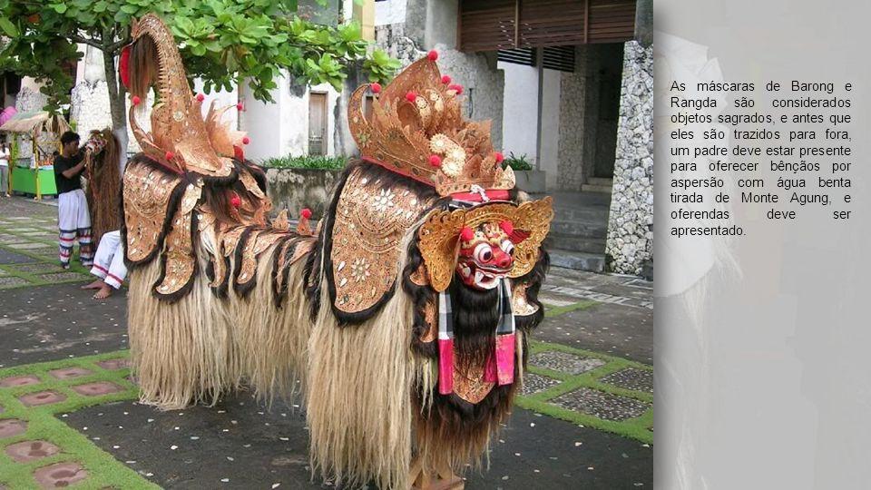 As máscaras de Barong e Rangda são considerados objetos sagrados, e antes que eles são trazidos para fora, um padre deve estar presente para oferecer bênçãos por aspersão com água benta tirada de Monte Agung, e oferendas deve ser apresentado.