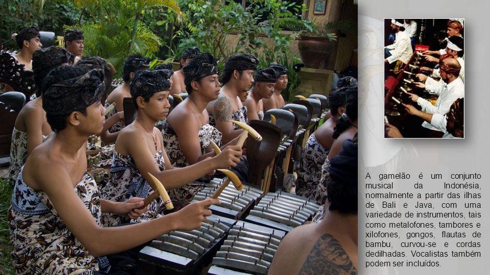 A gamelão é um conjunto musical da Indonésia, normalmente a partir das ilhas de Bali e Java, com uma variedade de instrumentos, tais como metalofones, tambores e xilofones, gongos, flautas de bambu, curvou-se e cordas dedilhadas.