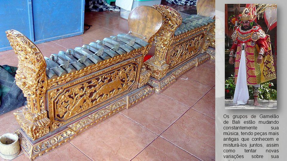 Os grupos de Gamelão de Bali estão mudando constantemente sua música, tendo peças mais antigas que conhecem e misturá-los juntos, assim como tentar novas variações sobre sua música.