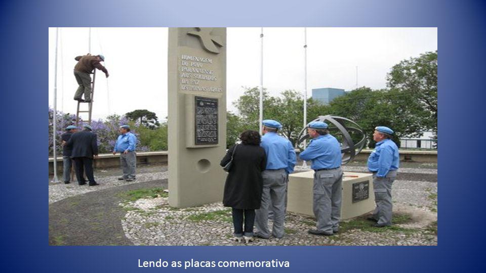 Laércio Bento Gastaldi A placa comemorativa aos boinas azuis