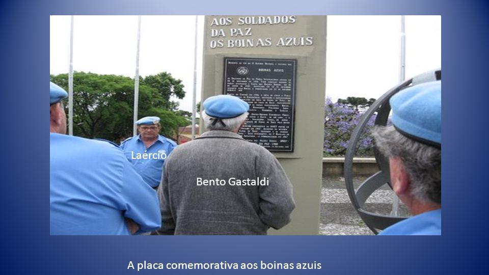 A linda homenagem dos Paranaenses aos boinas azuis