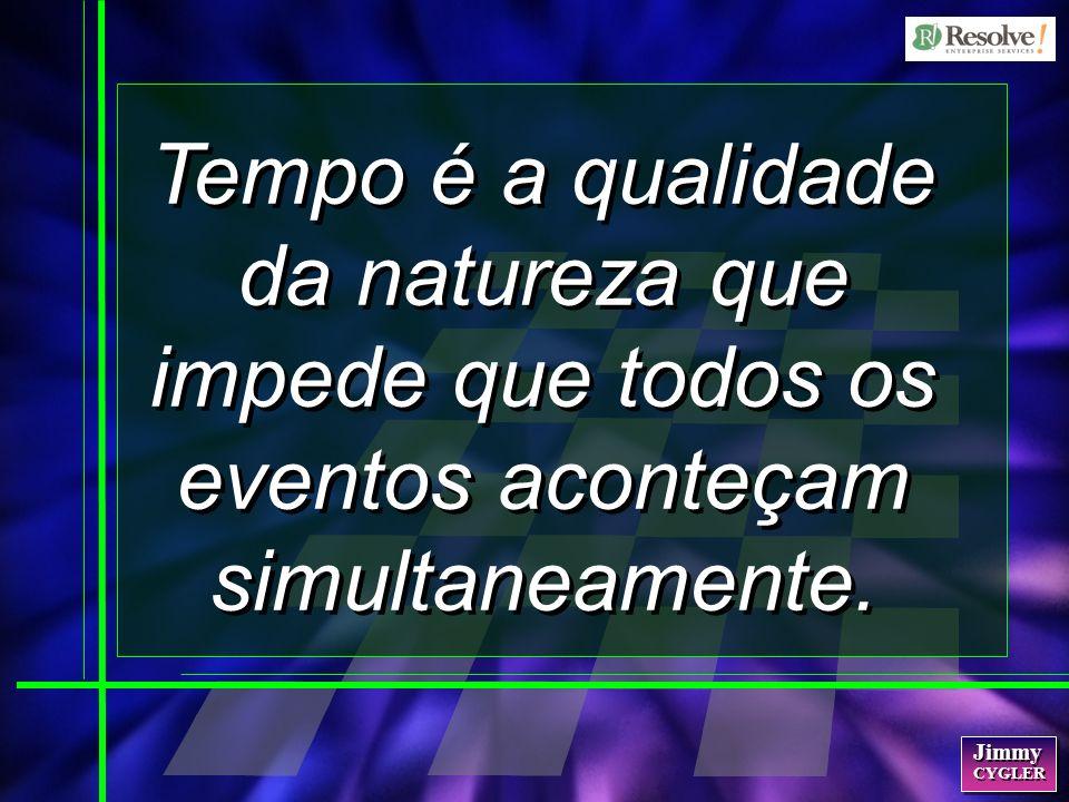 Tempo é a qualidade da natureza que impede que todos os eventos aconteçam simultaneamente.