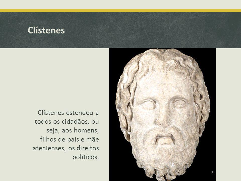 Clístenes Clístenes estendeu a todos os cidadãos, ou seja, aos homens, filhos de pais e mãe atenienses, os direitos políticos.