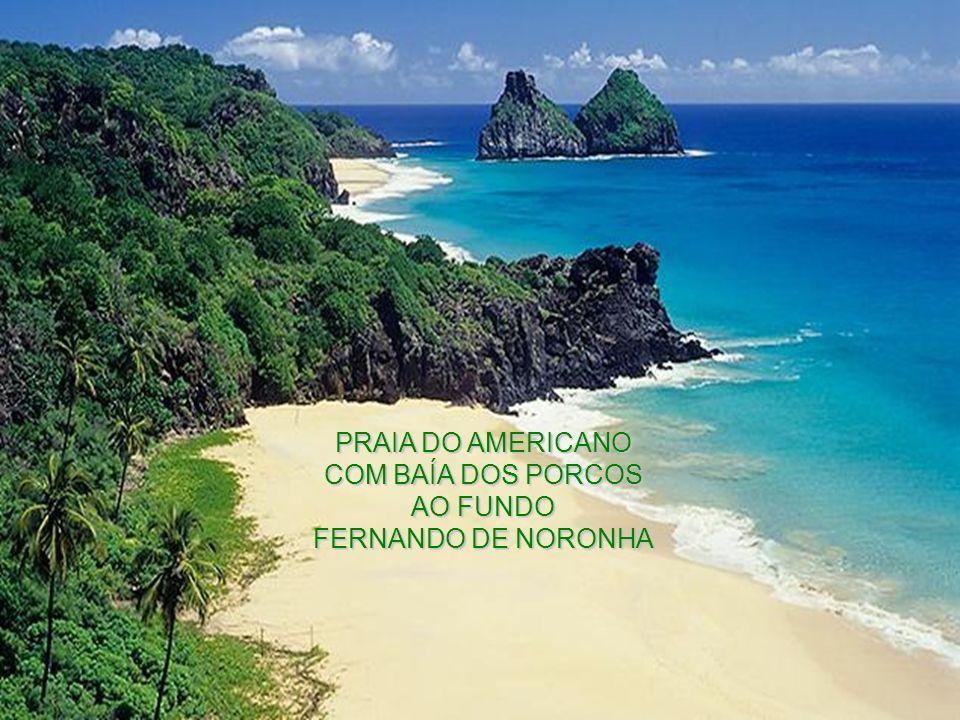 PRAIA DO AMERICANO COM BAÍA DOS PORCOS AO FUNDO FERNANDO DE NORONHA