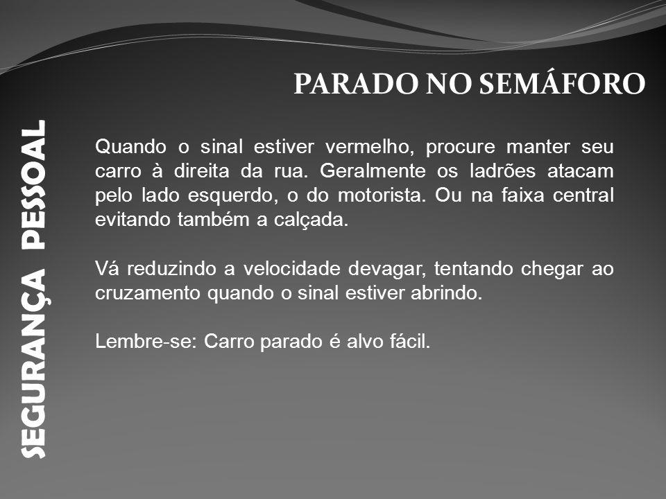 SEGURANÇA PESSOAL PARADO NO SEMÁFORO