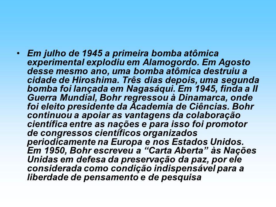 Em julho de 1945 a primeira bomba atômica experimental explodiu em Alamogordo.