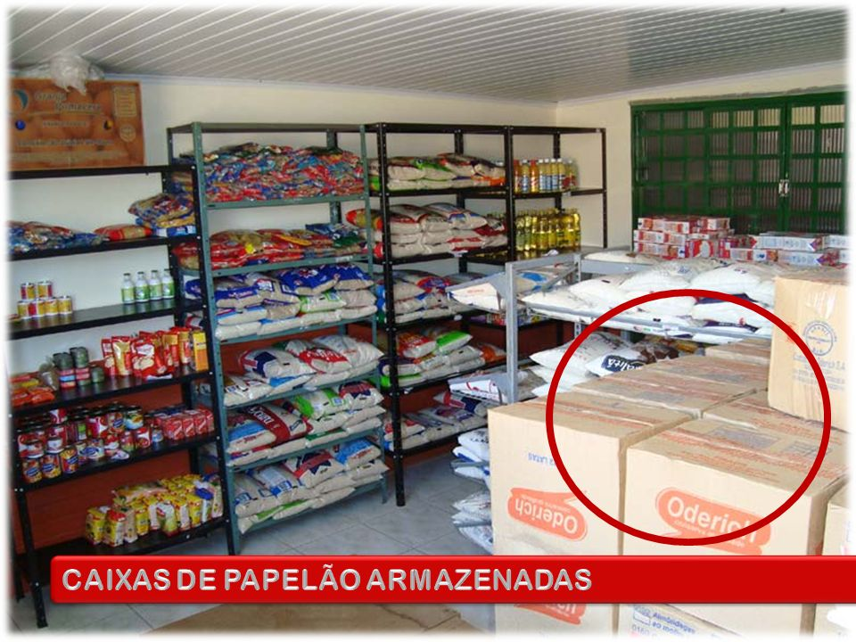 CAIXAS DE PAPELÃO ARMAZENADAS