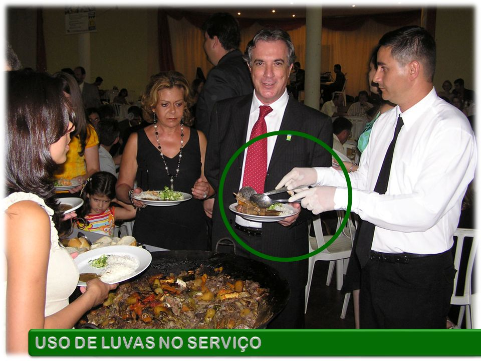 USO DE LUVAS NO SERVIÇO