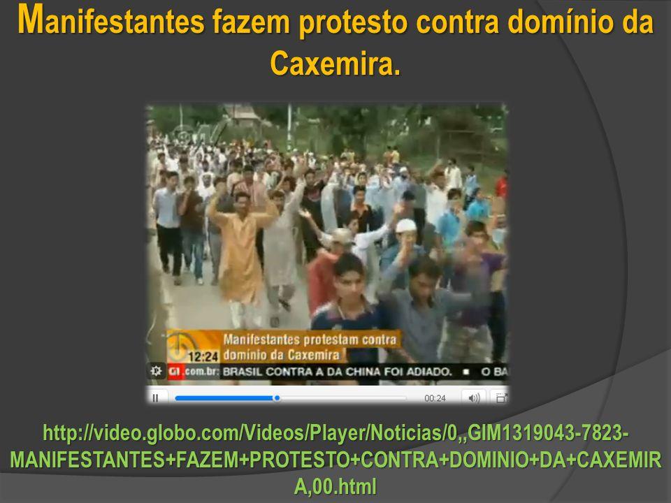 Manifestantes fazem protesto contra domínio da Caxemira.