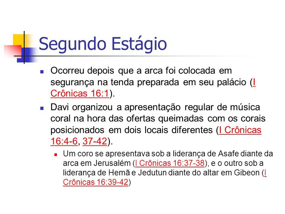 Segundo Estágio Ocorreu depois que a arca foi colocada em segurança na tenda preparada em seu palácio (I Crônicas 16:1).