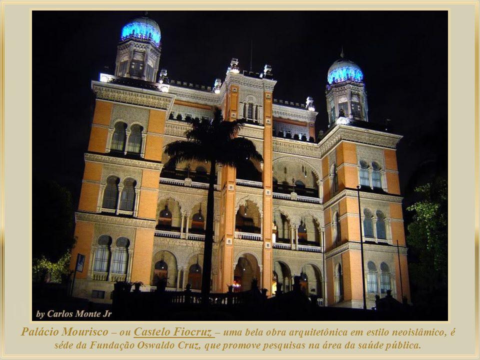 Palácio Mourisco – ou Castelo Fiocruz – uma bela obra arquitetônica em estilo neoislâmico, é séde da Fundação Oswaldo Cruz, que promove pesquisas na área da saúde pública.