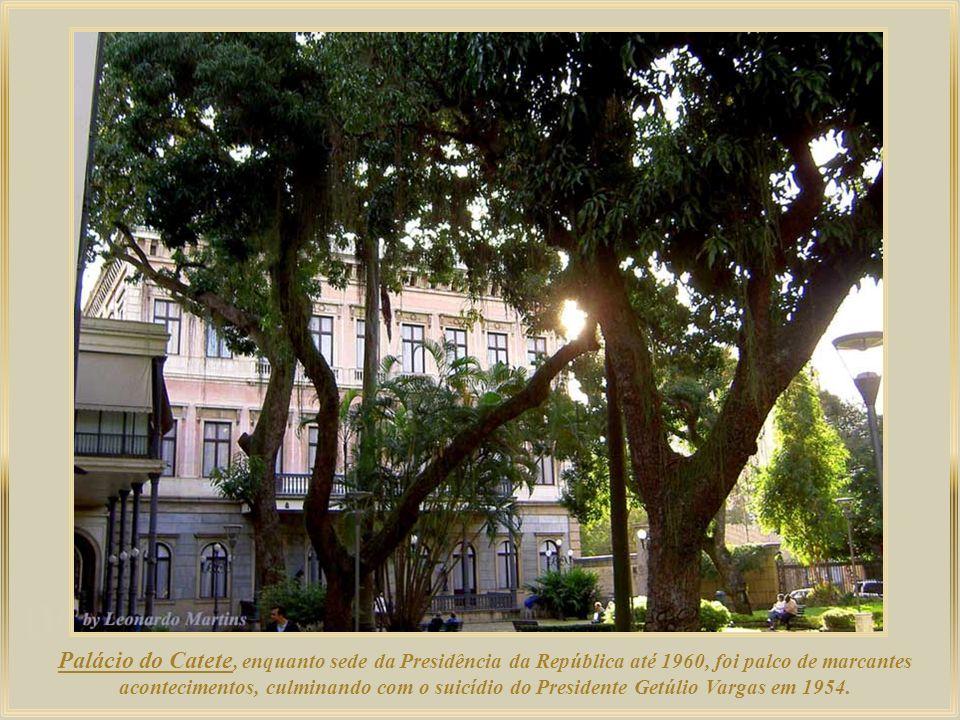 Palácio do Catete, enquanto sede da Presidência da República até 1960, foi palco de marcantes acontecimentos, culminando com o suicídio do Presidente Getúlio Vargas em 1954.
