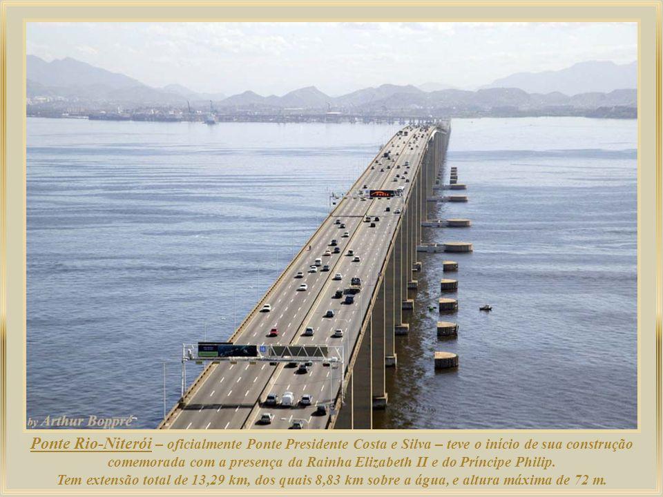 Ponte Rio-Niterói – oficialmente Ponte Presidente Costa e Silva – teve o início de sua construção comemorada com a presença da Rainha Elizabeth II e do Príncipe Philip.