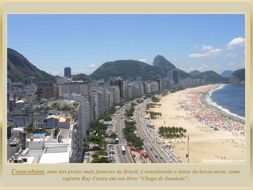 Copacabana, uma das praias mais famosas do Brasil, é considerada o berço da bossa-nova, como registra Ruy Castro em seu livro Chega de Saudade .