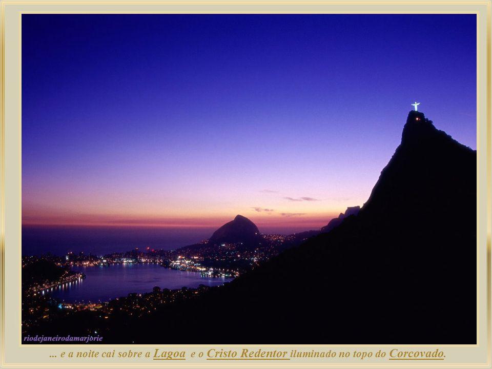 ... e a noite cai sobre a Lagoa e o Cristo Redentor iluminado no topo do Corcovado.