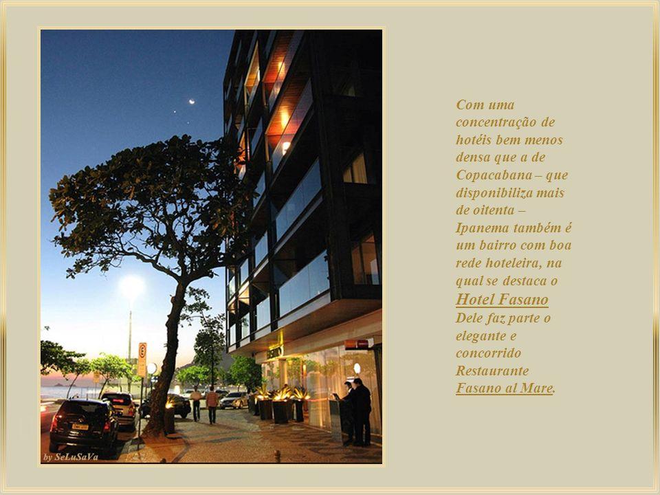 Com uma concentração de hotéis bem menos densa que a de Copacabana – que disponibiliza mais de oitenta – Ipanema também é um bairro com boa rede hoteleira, na qual se destaca o Hotel Fasano