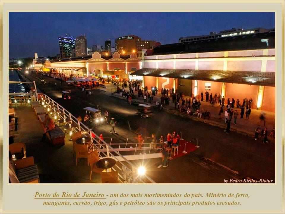 Porto do Rio de Janeiro - um dos mais movimentados do país