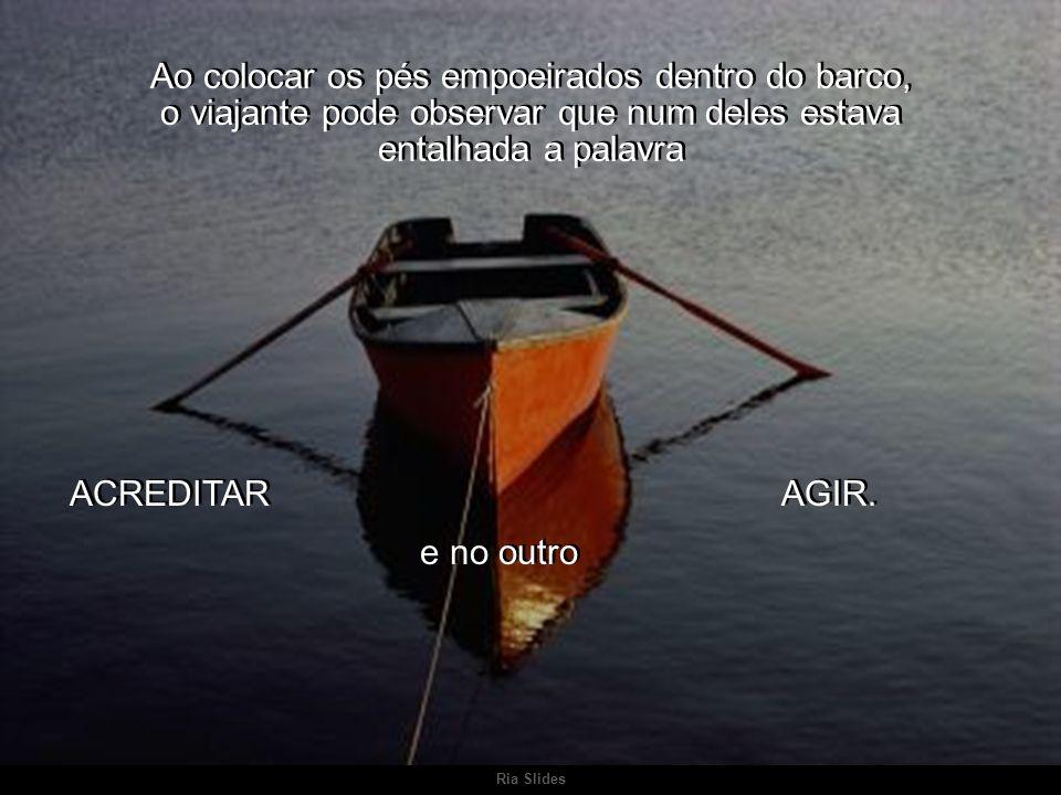 Ao colocar os pés empoeirados dentro do barco, o viajante pode observar que num deles estava entalhada a palavra