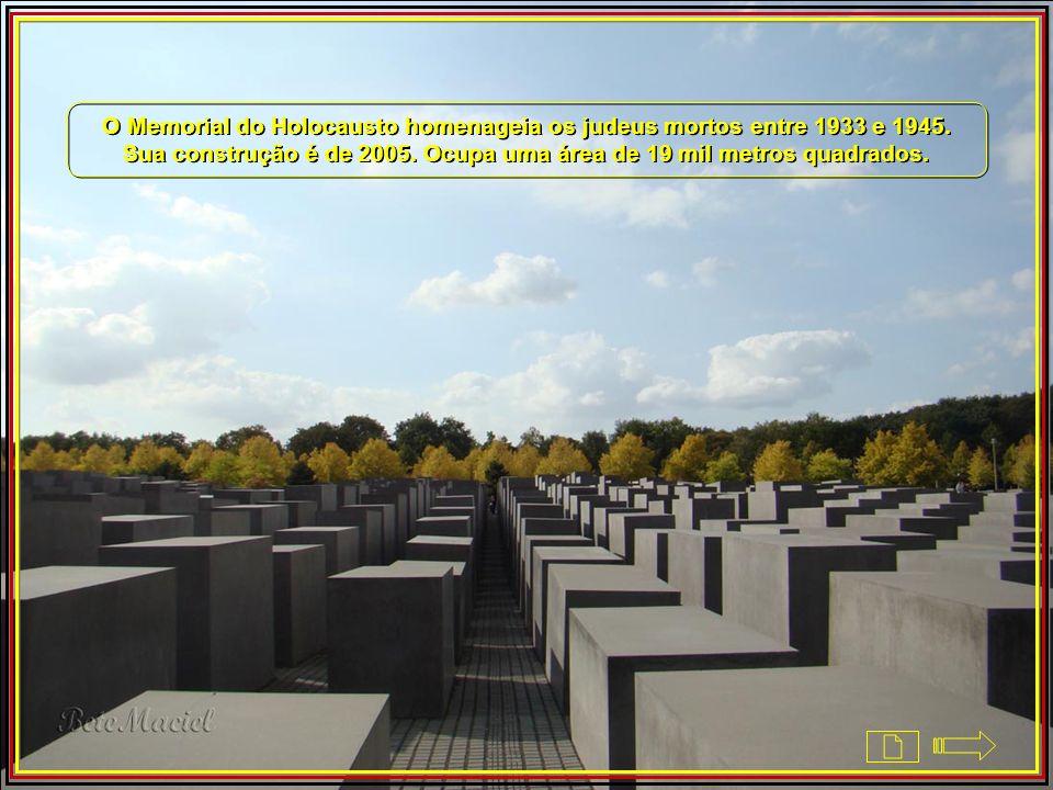 O Memorial do Holocausto homenageia os judeus mortos entre 1933 e 1945