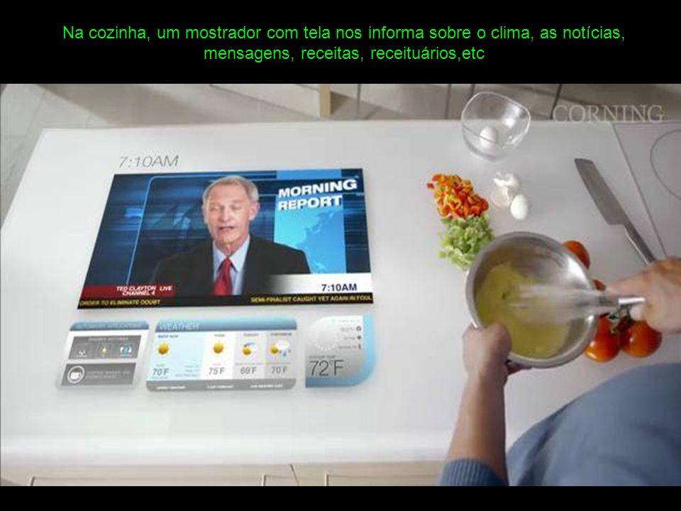 Na cozinha, um mostrador com tela nos informa sobre o clima, as notícias, mensagens, receitas, receituários,etc