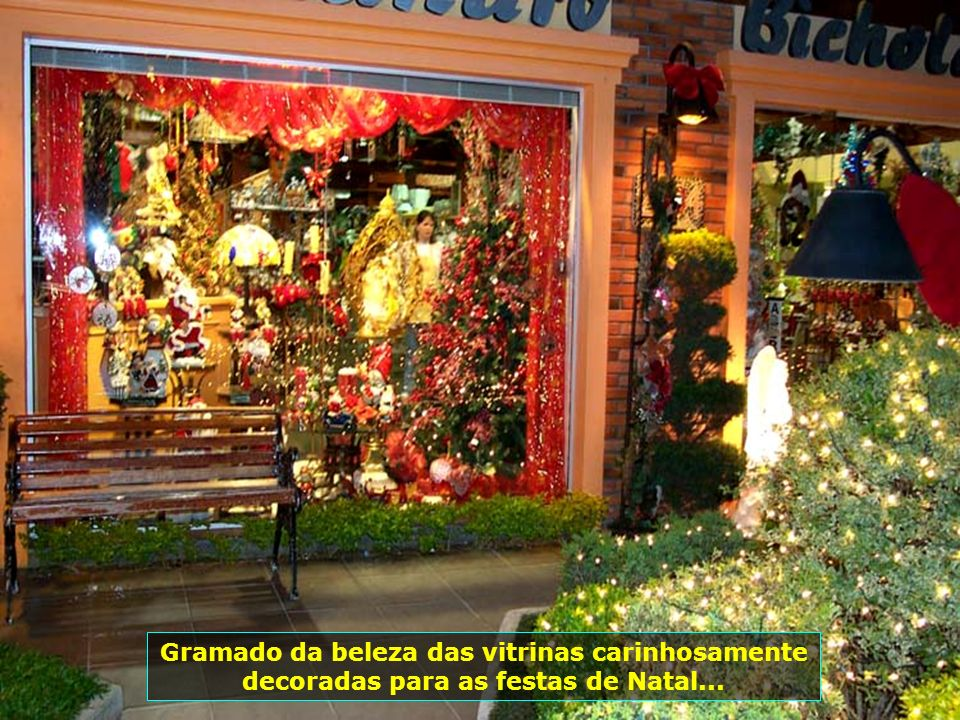 Gramado da beleza das vitrinas carinhosamente decoradas para as festas de Natal...