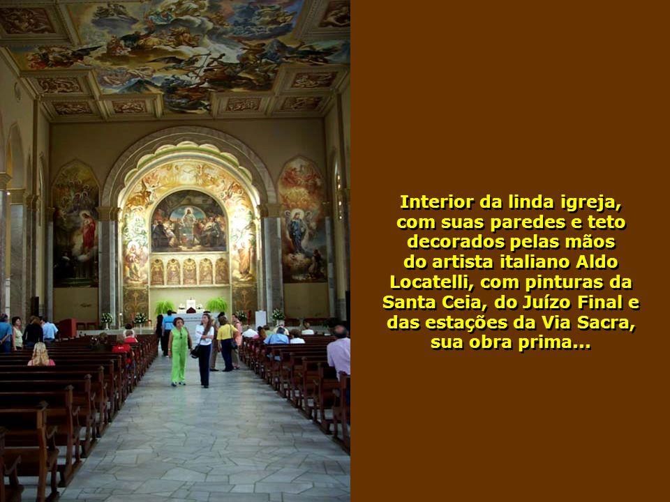 Interior da linda igreja,