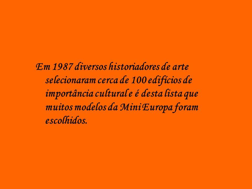Em 1987 diversos historiadores de arte selecionaram cerca de 100 edifícios de importância cultural e é desta lista que muitos modelos da Mini Europa foram escolhidos.